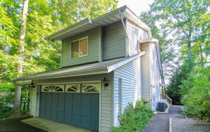 3 BR 2.5BA Waterfront home